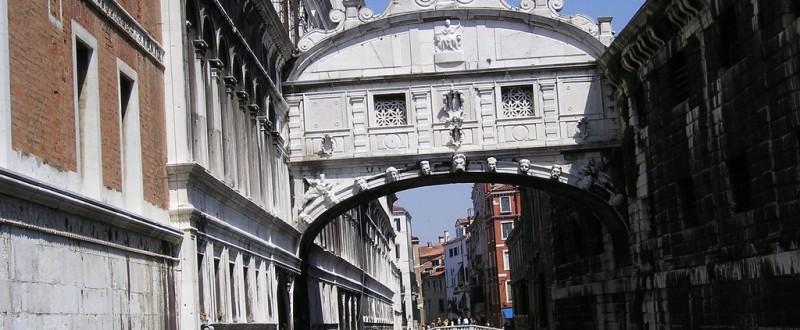 2122-Venezia-ponte_dei_sospiri-800x330